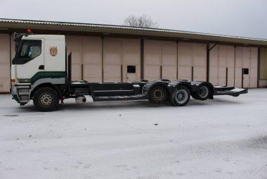 Metsä- ja kaivinkoneen kuljetusautot